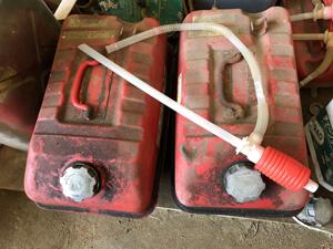 草刈り機 燃料補給 携行缶