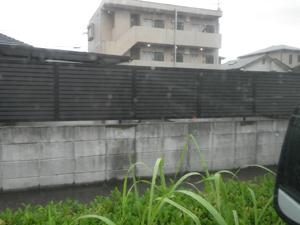 雨が降っても錆びない素材のフェンス工事