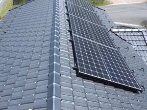 屋根 ソーラーパネル