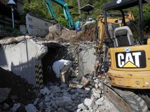 解体工事作業の様子