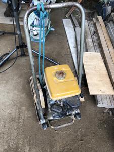 駐車場工事 使用 建機 プレート