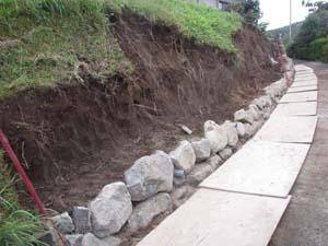 大雨災害 外構工事 ブロック積み中1