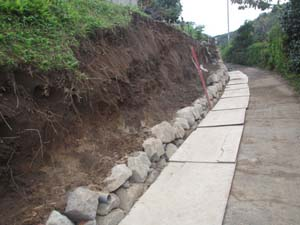 大雨災害 外構工事 ブロック積み中2